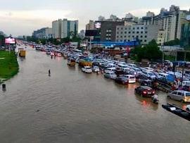 बारिश ने रोकी गुरुग्राम की रफ्तार, ट्रैफिक जाम से हुआ 'त्राहि-माम'