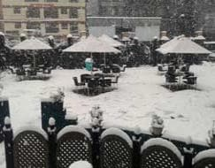 Photo : 'Lonely valley': fresh snowfall cuts Kashmir off