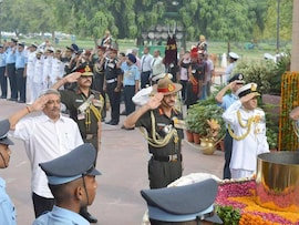 Nation Pays Respect To Martyrs On 17th Kargil Vijay Diwas
