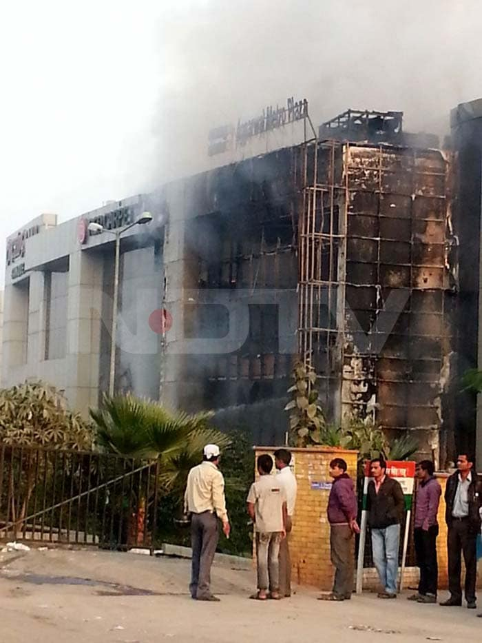 Published 	Mob sets shops near Delhi Metro\'s Karkardooma station on fire