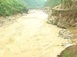 Photo : Roads to Kedarnath valley washed away