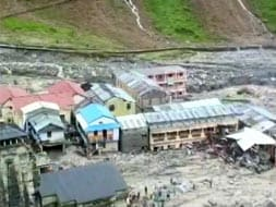 Photo : Kedarnath temple safe, but off limits for three year
