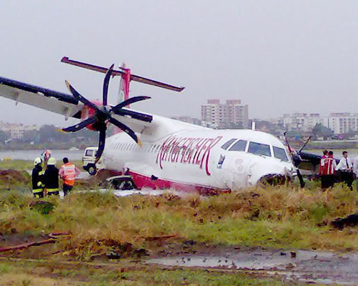 Kingfisher plane skids off runway » - Picture 2