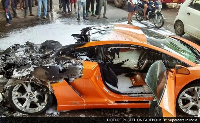 5 Pics: Lamborghini Gallardo Catches Fire in Delhi, Photo Gallery