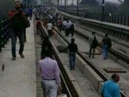 Photo : Delhi Commuters Stranded in Rush Hour After Metro Breaks Down