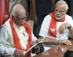 Photo : BJP's show of unity: accompanied by Narendra Modi, LK Advani files his nomination