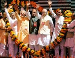 Photo : When LK Advani looked away and Narendra Modi touched his feet