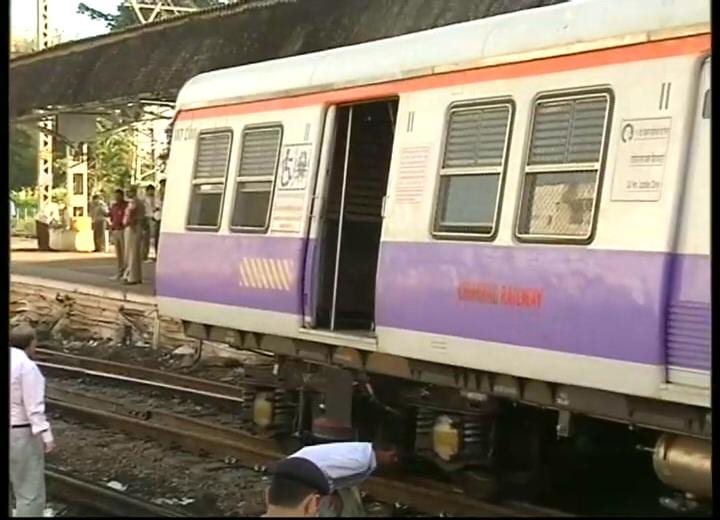Local train derails at Mumbai\'s CST station