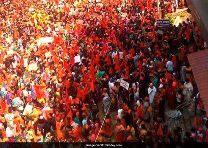 They reached the state capital by trains, private vehicles, trucks, tempos and even two-wheelers waving Maratha flags and sporting bright orange turbans, entering through railway stations and the entry points (Mid-Day)