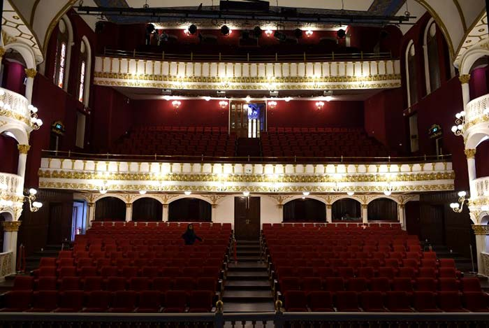Mumbai\'s Opera House Regains Its Former Glory