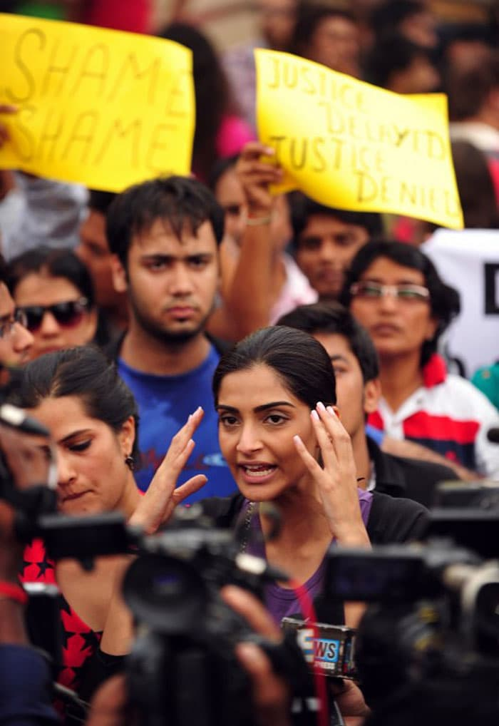 Sonam joins protests against Mumbai gang-rape