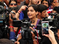 Photo : Sonam joins protests against Mumbai gang-rape