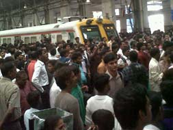 Photo : Mumbai trains stalled by motormen strike