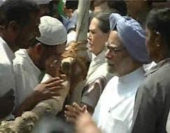 Photo : Manmohan Singh, Sonia Gandhi visit riot-hit Muzaffarnagar