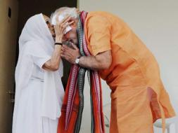 Photo : As PM Modi Turns 64, His Mother Gives Him a Special Gift