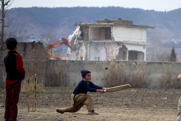 Pakistan razes bin Laden\'s home, erasing memories