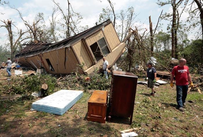 US tornado devastates Oklahoma suburb