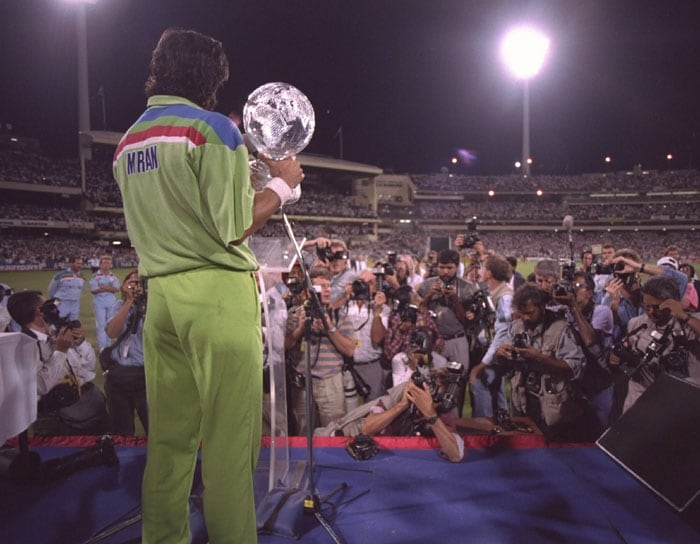 The 1992 Cricket World Cup was a tournament where almost impossible events epitomized to change the outcome of the World Cup. <br><br> The tournament was jointly hosted by Australia and New Zealand and had all the trappings of a modern event -- coloured clothing, floodlights, white balls and black sightscreens. <br><br> An inspiring captain motivated by a charitable cause, a team of great potential and good fortune, all came together to make Pakistan the World champions in 1992.