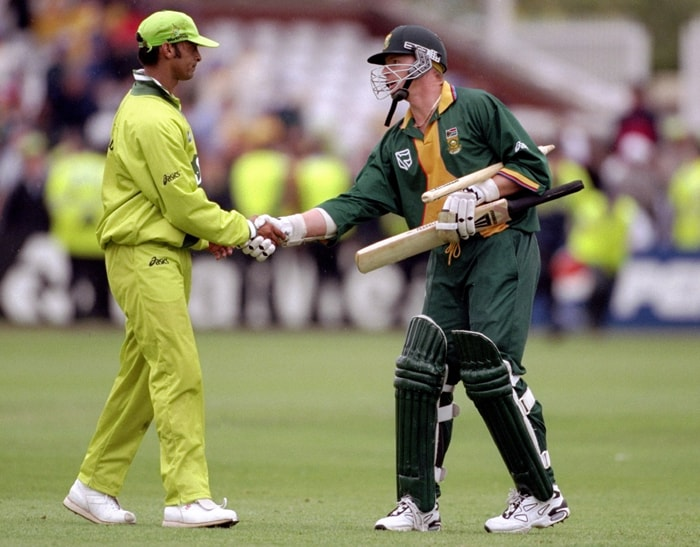 Lance Klusener, with his amazing big-hitting, emerged as one of the stars along with Pakistani paceman Shoaib Akhtar, who was involved in fascinating duels with batsmen. (Photo: Getty Images)