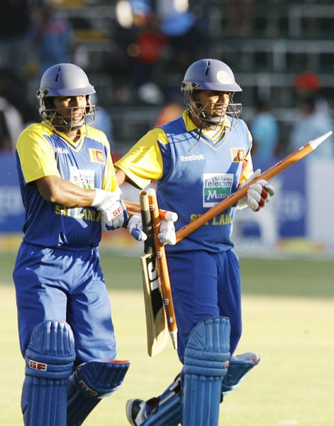 Sri Lankan batsmen Thilan Samaraweera and Jeevan Mendis walk off the field after winning against India in the fifth ODI of the Micromax Cup Triangular Series in Harare. Sri Lanka won by 6 wickets to book a place in the finals. (AFP Photo)