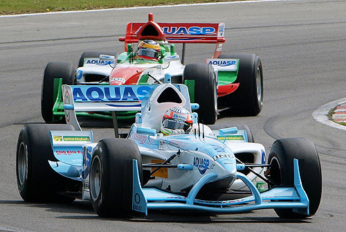 India's Narain Karthikeyan leads Portugal's Filipe Albuquerque in the first race at Brands Hatch, South of London on May 4, 2008. (AP Photo)