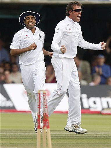 England's Graeme Swann and Ravi Bopara celebrate the wicket of Australia's Michael Clarke on the fifth day of the second Ashes Test at Lord's cricket ground in London on Monday. (AP Photo)