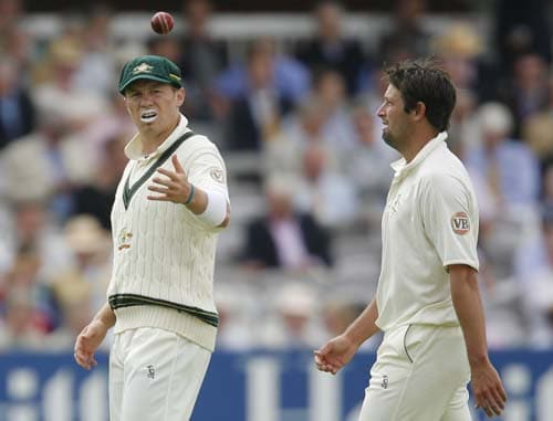 Ben Hilfenhaus is thrown the ball by team-mate Peter Siddle during an over on the first day of the second Ashes Test at Lord's. (AFP Photo)
