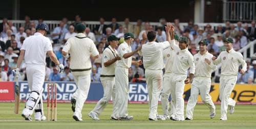 Ricky Ponting celebrates catching out Andrew Flintoff bowled by Ben Hilfenhaus during the first day of the second Ashes Test at Lord's. (AFP Photo)
