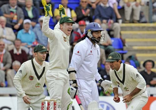Ricky Ponting catches Monty Panesar as teammates Brad Haddin and Michael Clarke celebrate during the second day of the first Ashes Test in Cardiff. (AFP Photo)
