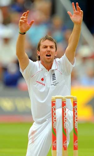 Graeme Swann apeals in vain against Australia on the third day of the first Ashes Test in Cardiff. (AFP Photo)