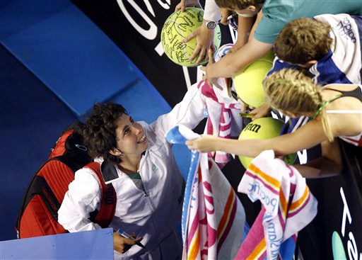 Spain's Carla Suarez Navarro signs autographs as she leaves the court after beating Venus Williams of the United States in a women's singles match at the Australian Open in Melbourne on Thursday. (AP Photo)