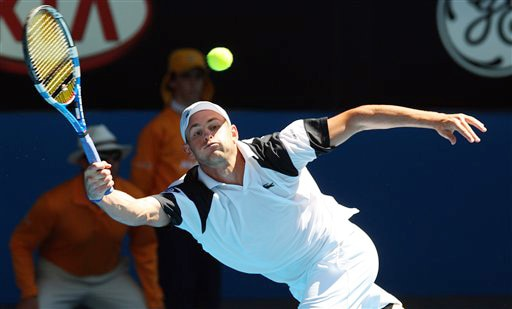 Andy Roddick of the United States returns to Serbia's Novak Djokovic in a men's singles match at the Australian Open in Melbourne on Tuesday. (AP Photo)