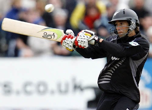 New Zealand's Grant Elliot pulls against England in the third ODI in Bristol.