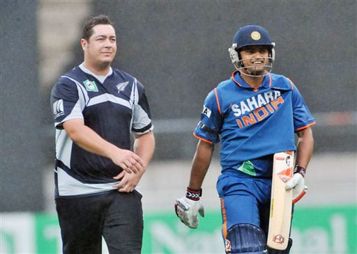Jesse Ryder and Suresh Raina leave the pitch after rain halted the play during the 2nd One-Day International at Westpac Stadium, Wellington on March 6, 2009. (AP Photo)