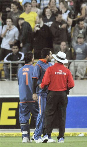 MS Dhoni and Zaheer Khan complain to the umpire over items being thrown onto the field by the crowd during the second Twenty20 International at Westpac Stadium in Wellington. (AP Photo)