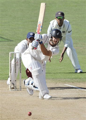 New Zealand's Daniel Vettori bats against India on the 2nd day of the 2nd Test at McLean Park in Napier on Friday. (AP Photo)