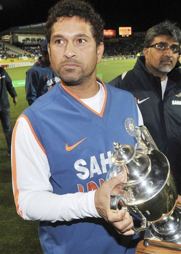 Sachin Tendulkar holds the trophy after his team's 3-1 ODI series win over New Zealand at Auckland on Saturday. (AP Photo)
