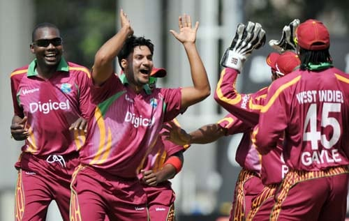 Ravi Rampaul celebrates with his his teammates after dismissing Rohit Sharma during the second One-Day International match between West Indies and India in Kingston. (AFP Photo)