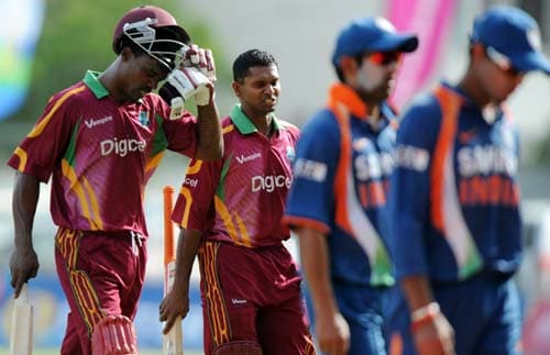 Runako Morton and his teammate Shivnarine Chanderpaul leave the field at the end of the second One-Day International match between West Indies and India in Kingston. (AFP Photo)