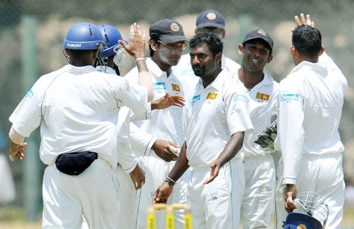 Muttiah Muralitharan celebrates with teammates after the dismissal of Zaheer Khan during the second day of the second Test match between India and Sri Lanka in Galle on August 1, 2008. (AFP Photo)