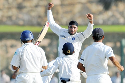 Harbhajan Singh celebrates with teammates after the dismissal of Thilan Samaraweera during the second day of the second Test match between India and Sri Lanka in Galle on August 1, 2008. (AFP Photo)