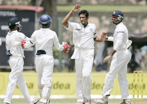 Anil Kumble celebrates the dismissal of Mahela Jayawardene as VVS Laxman looks on during third day of the second Test between India and Sri Lanka in Galle on August 2, 2008.