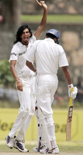 Ishant Sharma appeals unsuccessfully for a leg before the wicket decision against Michael Vandort during fourth day of the second Test between India and Sri Lanka in Galle on August 3, 2008.