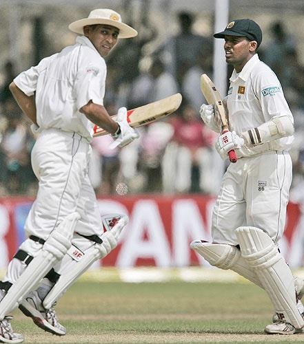Thilan Samaraweera and Tillakaratne Dilshan runs between the wickets during fourth day of the second Test between India and Sri Lanka in Galle on August 3, 2008.