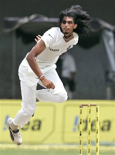 Ishant Sharma delivers a ball during the second day of the third Test between India and Sri Lanka in Colombo on August 9, 2008.