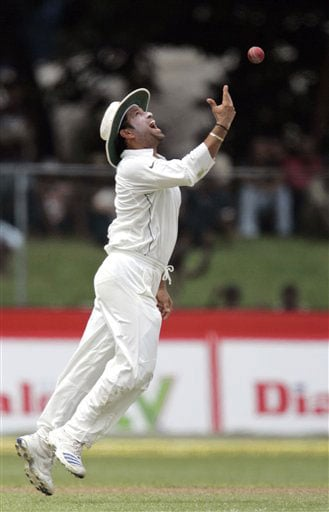 Sachin Tendulkar tosses a ball as he appeals unsuccessfully for the dismissal of Kumar Sangakkara during the second day of the third Test between India and Sri Lanka in Colombo on August 9, 2008.