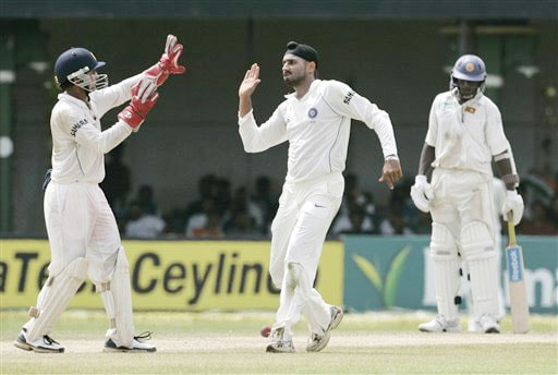 Harbhajan Singh celebrates the dismissal of Lankan batsman Dhammika Prasad with wicketkeeper Parthiv Patel during the third day's play of the third and final Test in Colombo on August 10, 2008.