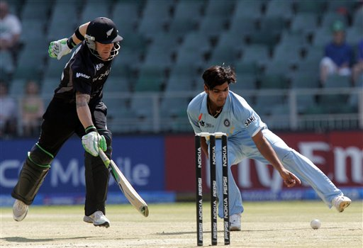 New Zealand's batsman Brendon McCullum, makes a run as India's bowler RP Singh, right, attempts a run out during their Super Eight's Twenty20 World Championship cricket match against India at the Wanderers Stadium in Johannesburg, South Africa, Sunday, Sept. 16, 2007.