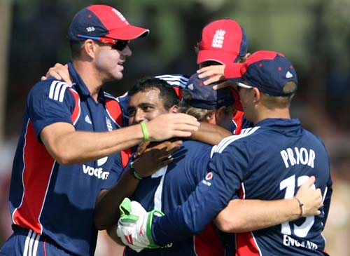 England cricketers congratulate team-mate Samit Patel (2-L) for taking the wicket of unseen Indian batsman Virender Sehwag during the first ODI between India and England in Rajkot on Friday. (AFP Photo)