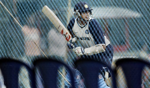 Rahul Dravid practices in the nets, a day before the first one day international cricket match against Australia in Bangalore, India Friday Sept 28, 2007.